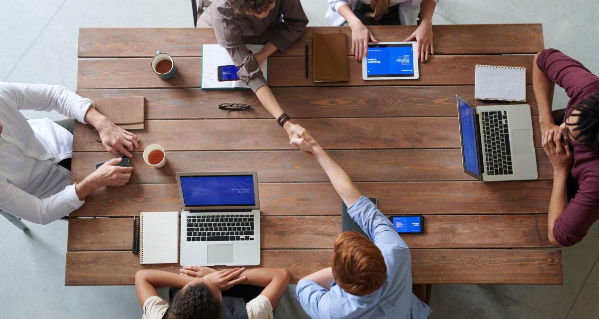 Hvordan finder du det bedste kontorbord?