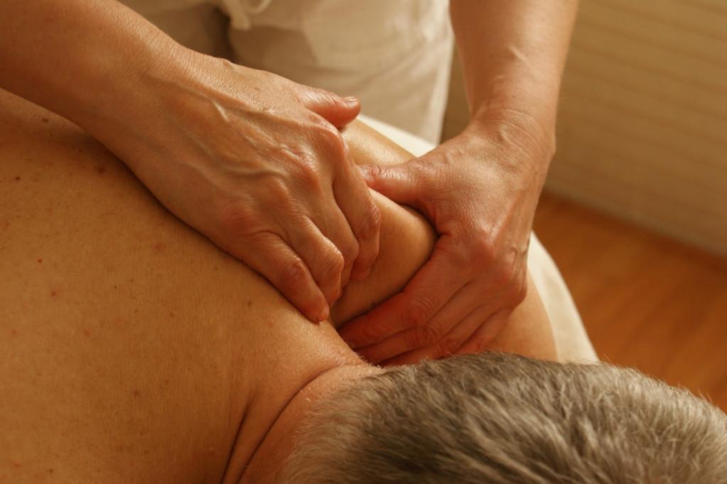 Giv dig selv massage ved skrivebordet